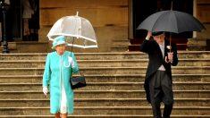 La reina Isabel II y el Duque de Edimburgo en Buckingham Palace (Foto: Getty)