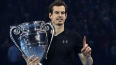 Andy Murray posa con el trofeo que le acredita como número uno. (Getty)
