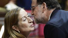 Ana Pastor y Mariano Rajoy. (Foto: AFP)