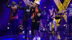 Bruno Mars durante su actuación en el programa SNL. ©2016/Will Heath/NBC