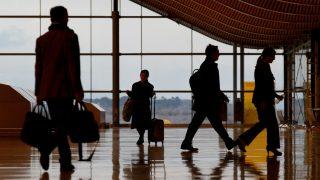 Viajeros en el Aeropuerto de Madrid-Barajas Adolfo Suárrez (Foto: GETTY).