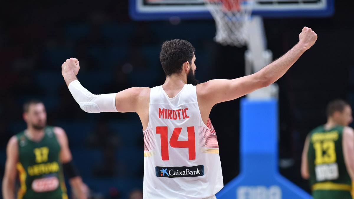 Mirotic celebra el oro en el Eurobasket 2015. (AFP)