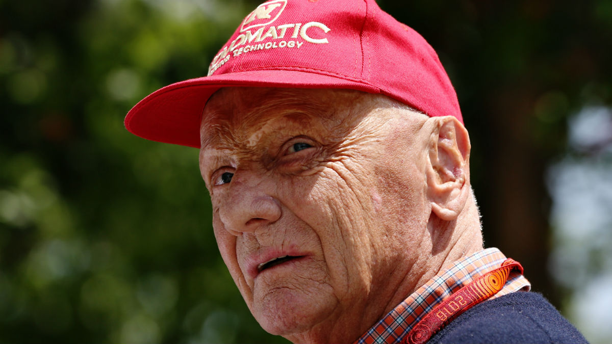 Niki Lauda opina que Max Verstappen debería usar más la cabeza para convertirse en el mejor piloto de siempre. (Getty)