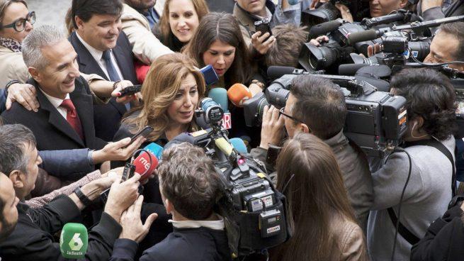 Susana Díaz también pone autobuses para sus mítines pero de 0 a 6€, por los 36€ que cobraba Sánchez