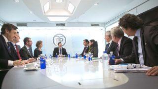 El líder del Partido Popular, Mariano Rajoy (c), durante una reunión del Comité de Dirección del partido en la sede de Génova (Foto: Efe)