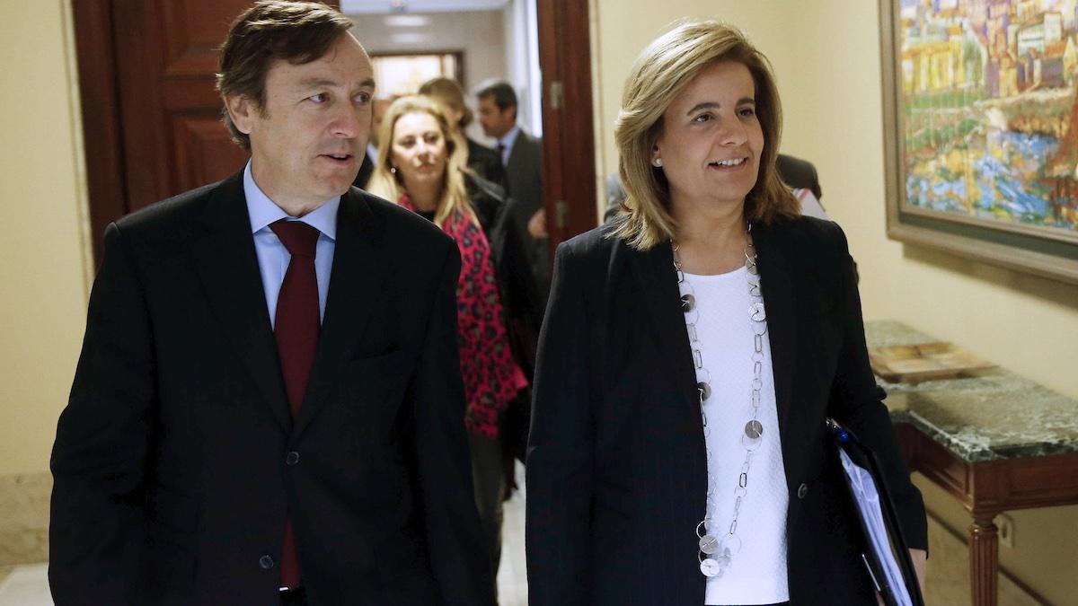 La ministra de Empleo y Seguridad Social, Fátima Báñez, y el portavoz del PP en el Congreso, Rafael Hernando. (FOTO: EFE)