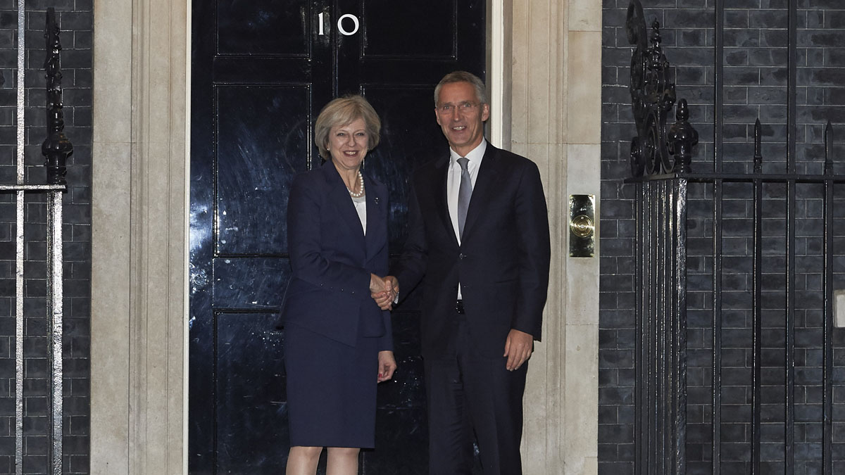 Theresa May y Jens Stoltenberg en Downing Street (Foto: AFP)