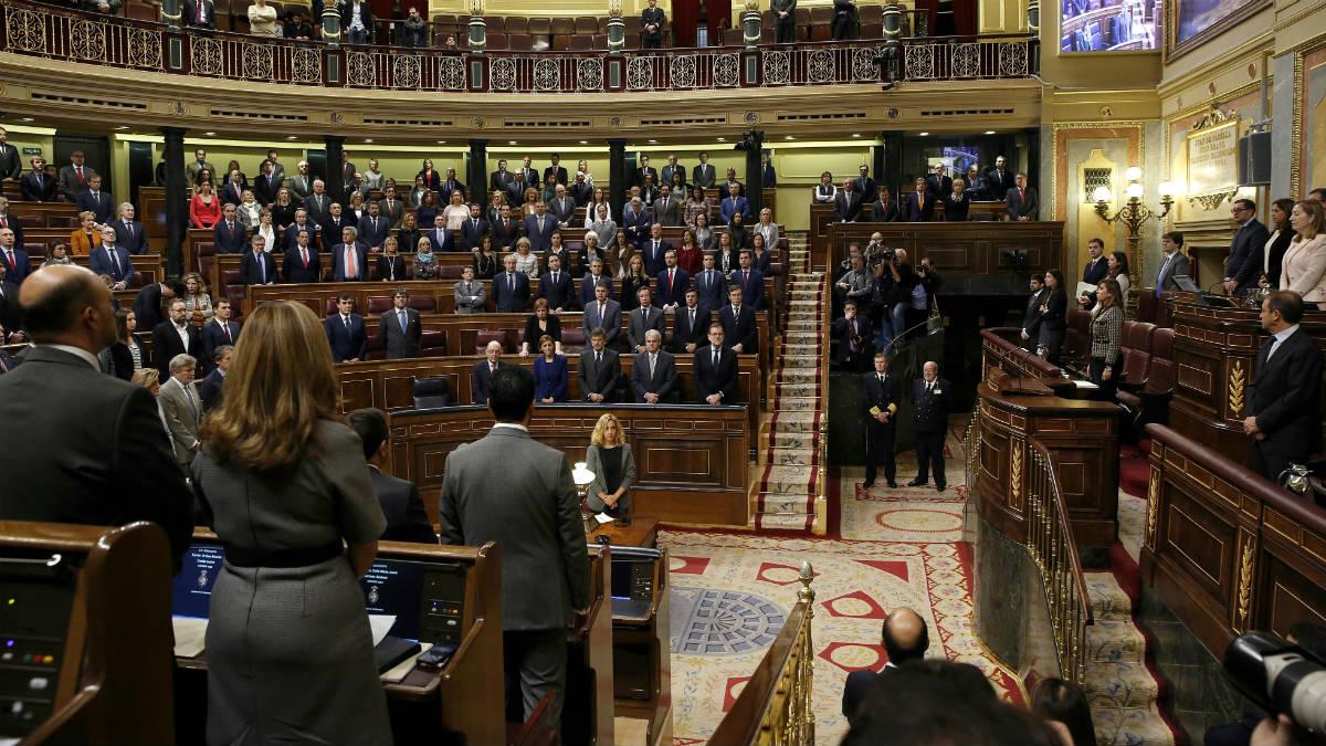 El hemiciclo, durante el minuto de silencio por Rita Barberá. (EFE)