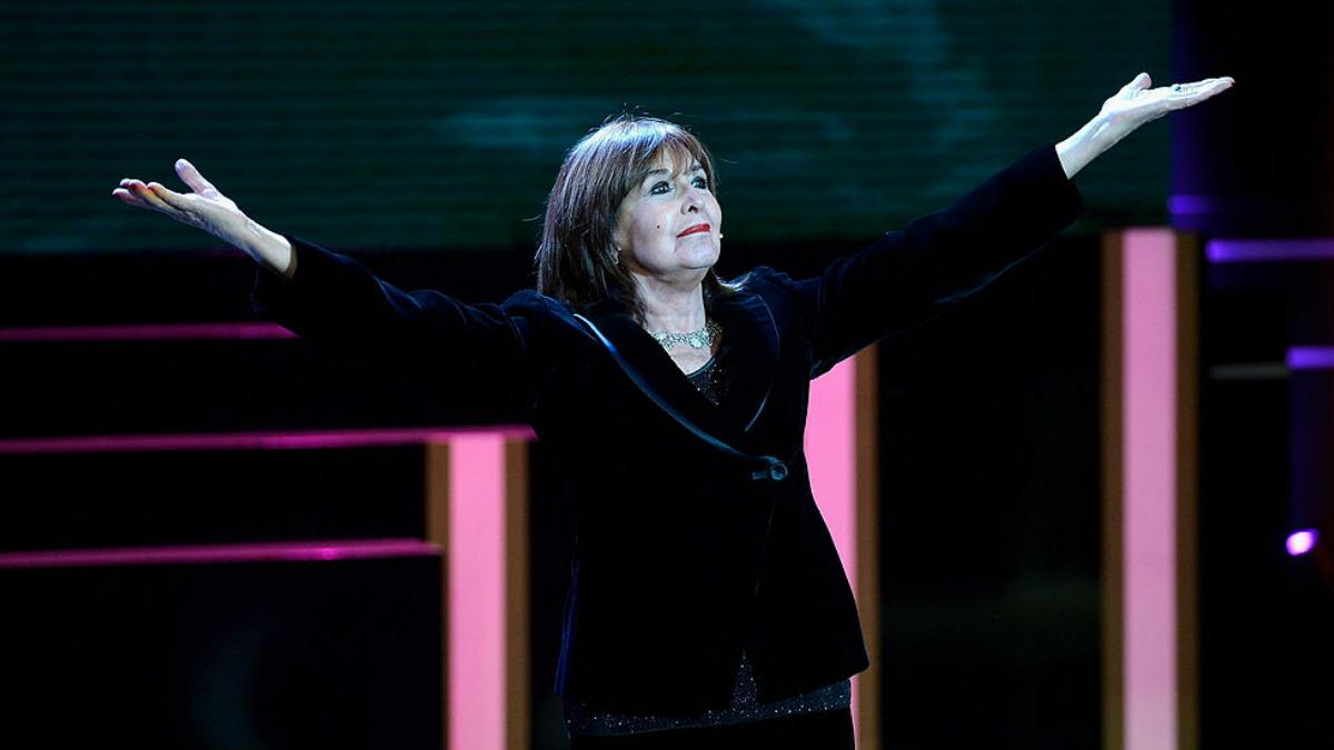 Concha Velasco durante la gala de los Premios Goya 2013, cuando recibió el Goya de Honor. Foto: GETTYIMAGES