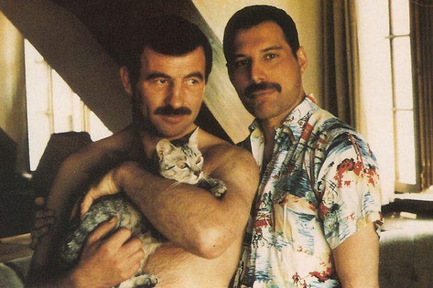 Jim Hutton con Freddy Mercury. Foto: Agencias