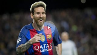 Leo Messi corre para festejar un tanto al Manchester City. (Getty)