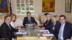 El presidente del Gobierno y la ministra de Empleo se reúnen con los sindicatos. (Foto: Manuel Roca)
