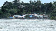 Una playa de Costa Rica afectada por el huracán Otto (Foto: AFP).