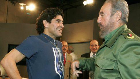 Maradona y Fidel Castro, juntos en La Habana en 2005. (AFP)