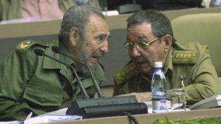 Fidel y Raúl Castro. (Foto: Getty)