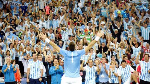 Del Potro celebra con la grada el cuarto punto de la final de la Copa Davis. (AFP)