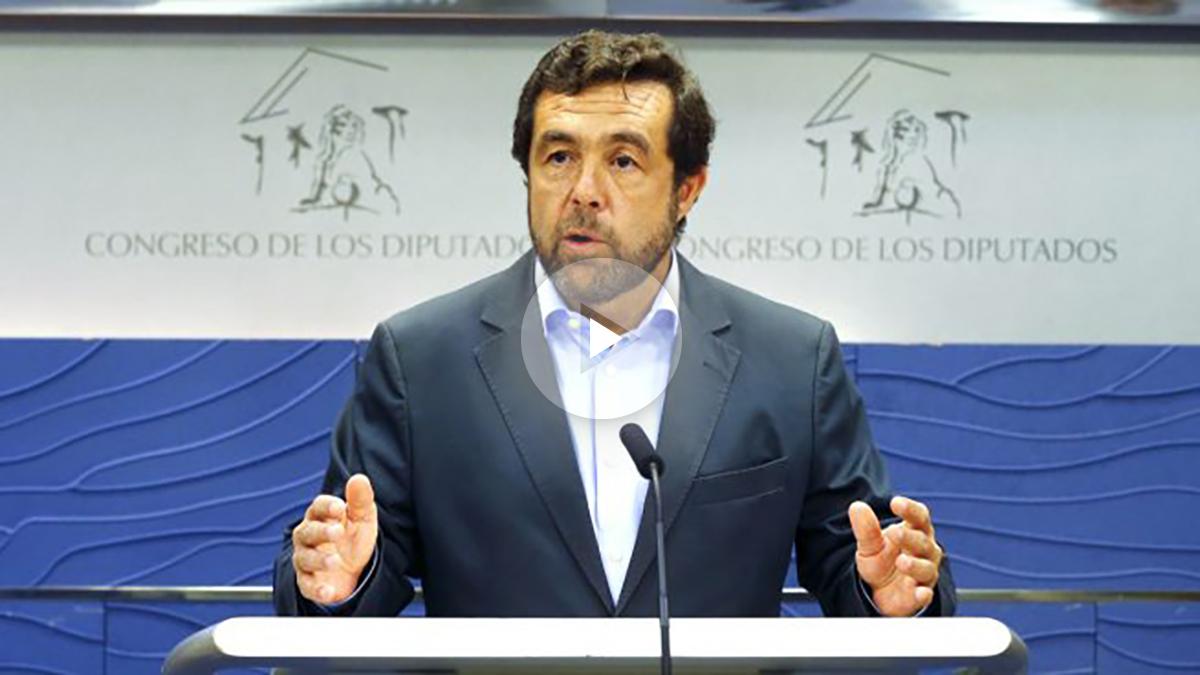 El diputado Miguel Gutiérrez durante una rueda de prensa en el Congreso (Foto: Efe).
