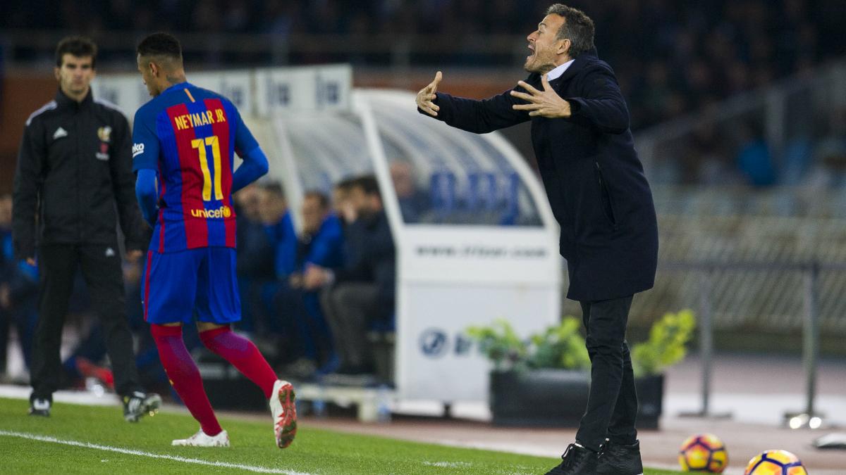 Luis Enrique dando instrucciones a sus jugadores. (Getty)