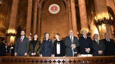 La Reina Sofía y las autoridades locales en la catedral de Palma (Foto: Efe).
