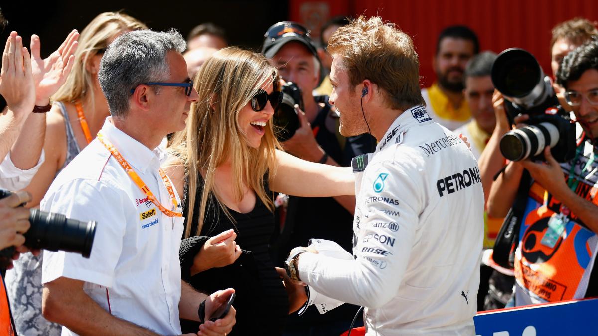 Nico Rosberg celebra una victoria junto a su mujer, Vivian. (Getty)