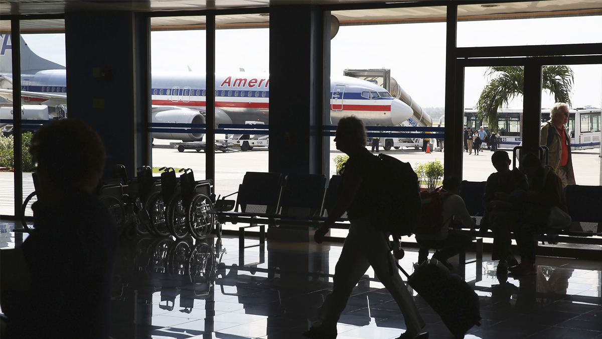 Un avión de American Airlines en el Aeropuerto Internacional de La Habana. (Foto: Getty)