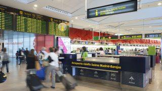 Mostrador de información en el aeropuerto de Barajas.