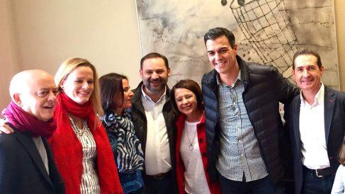 Foto de Sánchez y los suyos tras el acto de Valencia (FOTO: Whatssap «Los del no»)