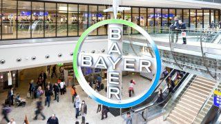 Logo de Bayer en un Centro Comercial.