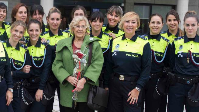Carmena se aprovecha de los policías con título de arquitecto o abogado para ahorrarse personal