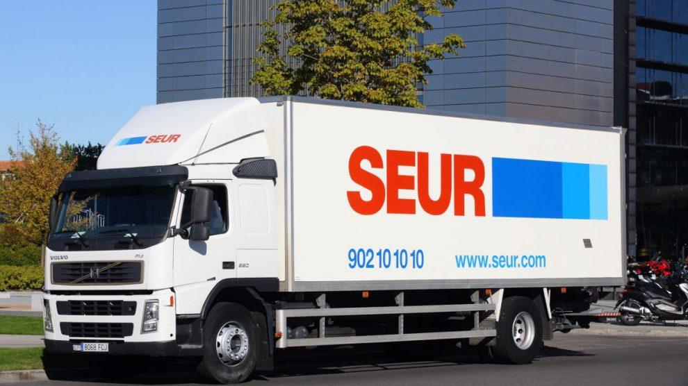 Camión de la compañía de transportes Seur