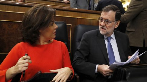 Soraya Sáenz de Santamaría y Mariano Rajoy. (Foto: EFE)