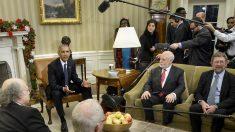 Barack Obama recibe a los Nobel estadounidenses de 2016. (Foto: AFP)
