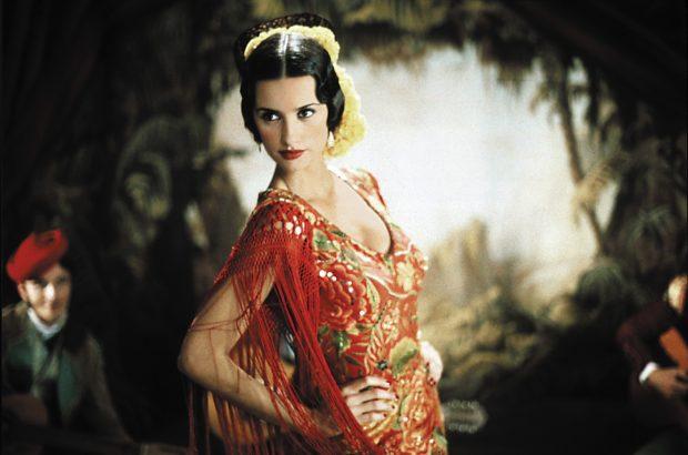 Penélope Cruz caracterizada como la joven actriz Macarena en 'La niña de tus ojos'.