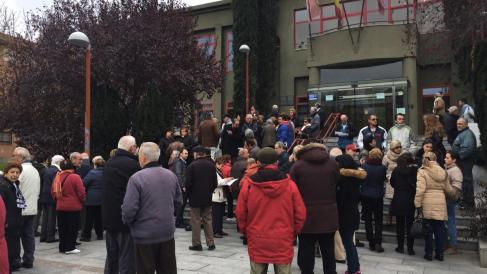 Manifestación de personas mayores en la Junta Municipal gestionada por Guillermo Zapata. (Foto: TW)