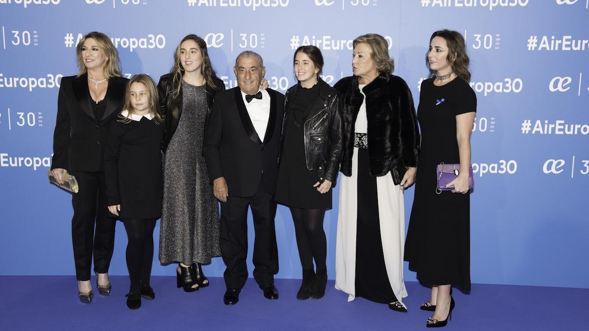 El presidente de Globalia, Juan José Hidalgo, con su familia en el 30 aniversario de Air Europa.