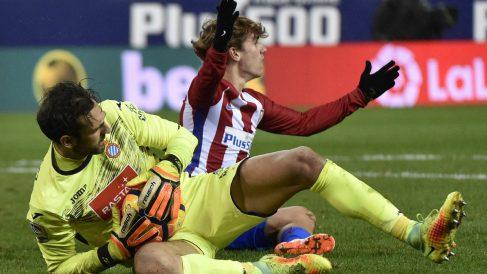 Diego López frenó en seco al Atlético. (AFP)