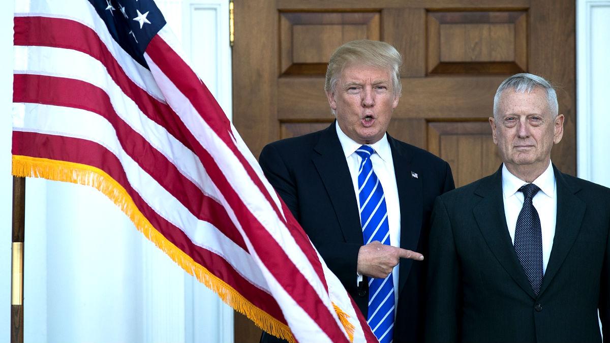 Donald Trump y el secretario de Defensa, James Mattis. (Foto: AFP)