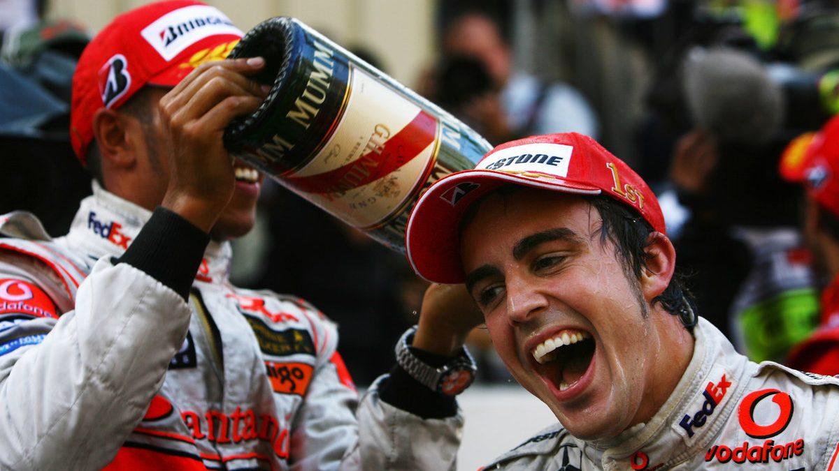 Fernando Alonso y Lewis Hamilton pueden volver a encontrarse en la misma escudería (Getty)