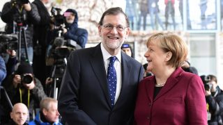 Mariano Rajoy y Angela Merkel. (Foto: AFP)