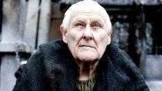 Peter Vaughan caracterizado como el Maestre Aemon de 'Juego de Tronos'.