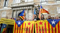 Concentración de entidades independentistas. (Foto: EFE).