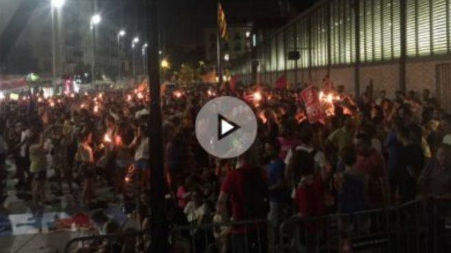 El juez Andreu cita como investigados a cinco personas por quemar fotos del Rey en la Diada