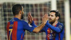 Messi y Arda Turan, celebrando uno de los tantos. (EFE)