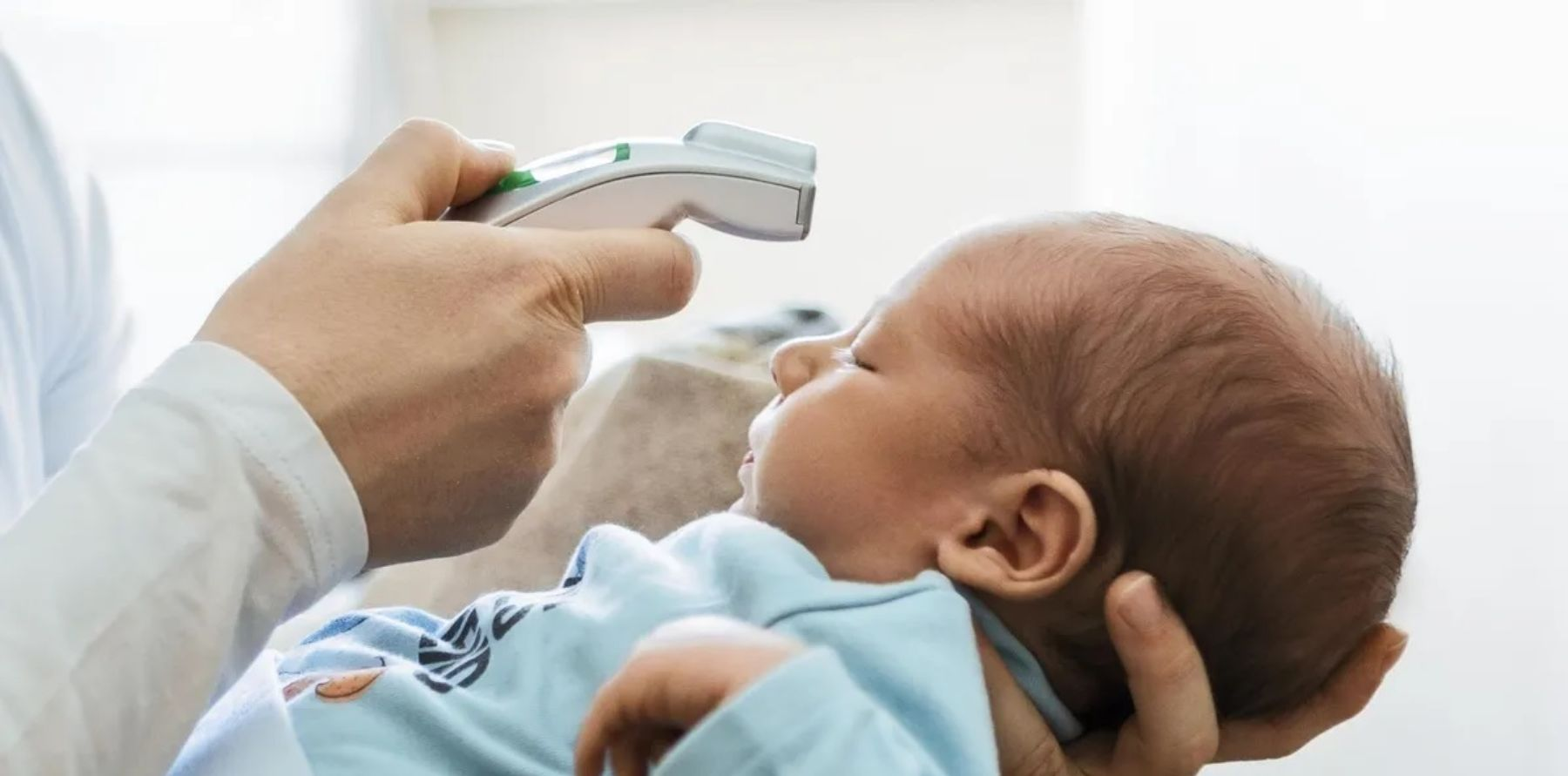 Cómo podemos tratar la fiebre en los bebés