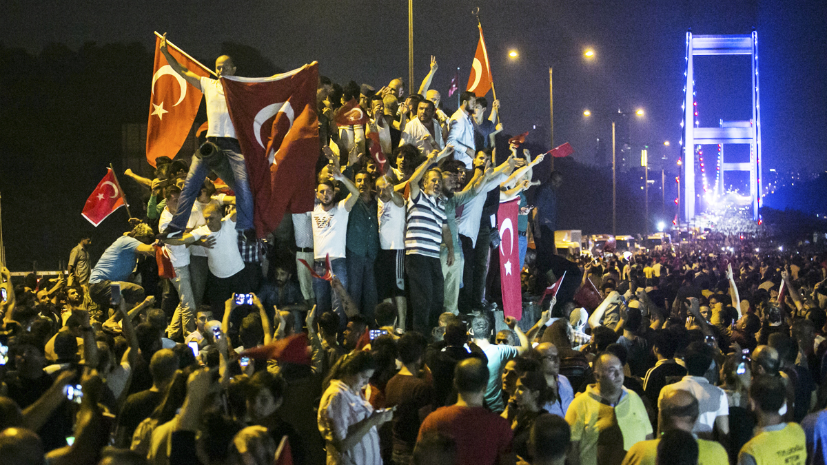 15 de julio. Golpe de Estado fallido en Turquía, todavía útil para un Recep Tayyip Erdogan que se ha propuesto eliminar toda oposición. (Foto: AFP)