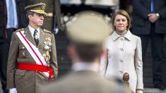 El jefe de Estado Mayor del Ejército de Tierra, general Jaime Domínguez-Buj, y la ministra de Defensa, María Dolores de Cospedal. (Foto: EFE)