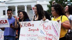 Jóvenes conocidos como «dreamers» en EEUU se manifiestan contra la derogación del DACA (Foto: