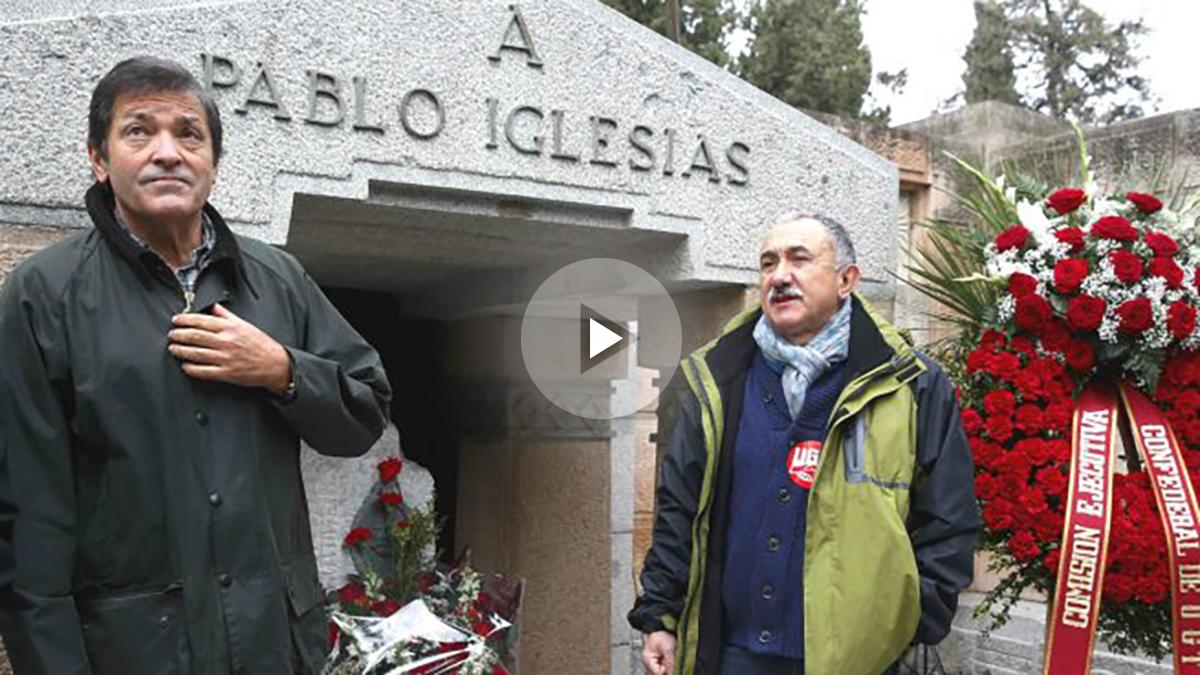 El presidente de la Comisión Gestora del PSOE, Javier Fernández (i), y el secretario general de UGT, Pepe Álvarez, asisten al acto de homenaje a Pablo Iglesias, fundador de ambas organizaciones (Foto: Efe)