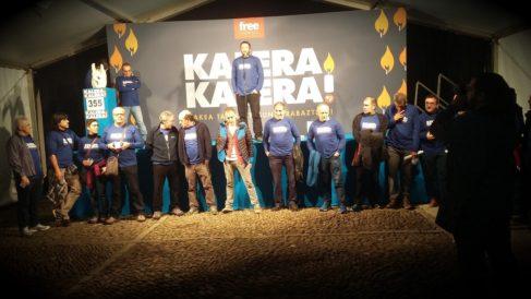 Etarras convictos, entre ellos 'Kubati', y dirigentes de Sortu en un encierro en Usurbil por la libertad de los presos de ETA. (TW)