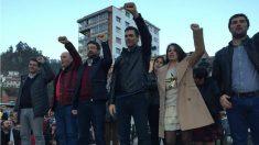 Sánchez, con la diputada asturiana Adriana Lastra y otros militantes del PSOE. (Xana Sánchez)